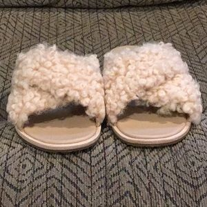 PC2) Women's Brand New UGG Sandals, never worn